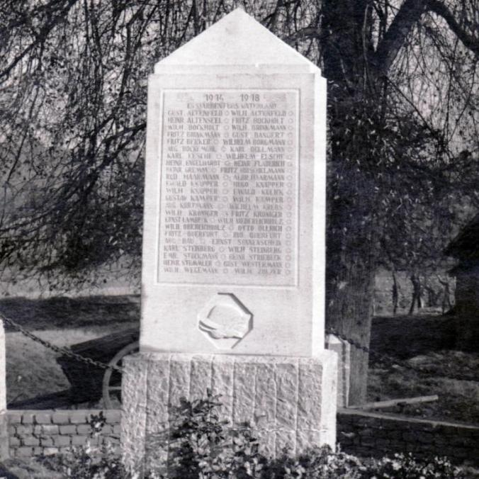 So sah einst das Kriegerdenkmal in Holthausen aus. Repro: Friedrich
