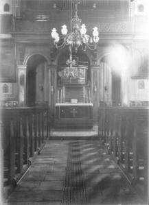 Die Denktafeln neben Altar und Orgel in der St. Georgs-Kirche. Foto: Stadtarchiv Hattingen