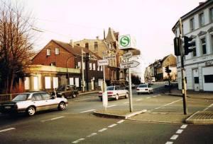 """Fast das Ende der Bahnhofstraße: """"Haus Burgeck"""" auf der linken und die """"Copacabana"""" auf der rechten Bildseite. Foto: Jürgen Schröder/Hattingen"""