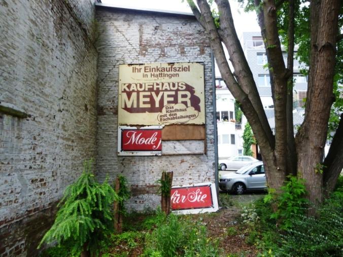 Reklame Kaufhaus Meyer am Altstadtparkhaus Augustastraße. Foto: LRF