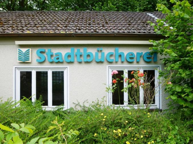 Schriftzug: Stadtbücherei Bredenscheider Straße. Foto: LRF