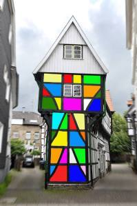 Schöne Idee von Udo Kreikenbohm – er bringt in seiner Bildmanipulation Farben auf die Fassade des Bügeleisenhauses.