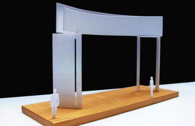 Das neue Weiltor ist im Ursprungsentwurf von Augusti Roqué sechs Meter hoch und besteht aus zwei gebogenen lackierten Stahlblechen, die auf Scheiben ruhen.