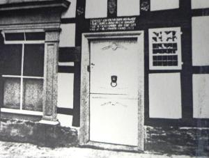 Was auch mal weiß: die Haustür am Haldenplatz 1. Foto: Archiv des Heimatvereins Hattingen/Ruhr e.V.