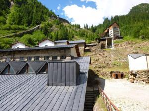 Die BergbauWelt Ridnaun Schneeberg verfügt über die komplett erhaltene Produktionskette eines Bergwerks. Die Anlagen zum Abbau, Transport und zur Aufbereitung erstrecken sich vom Bereich auf etwa 1400 m bis auf 2700 m Höhe. Foto: Lars Friedrich