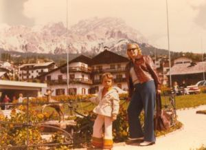 Wie kann man sein Kind nur in gestrickte Hosen stecken, wenn man Berchtesgaden besucht? Foto: Archiv