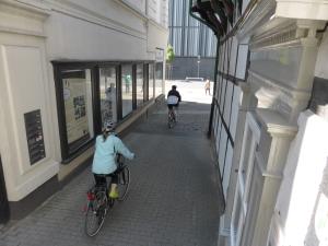 Radler rasen den Haldenplatz runter. Archivfoto