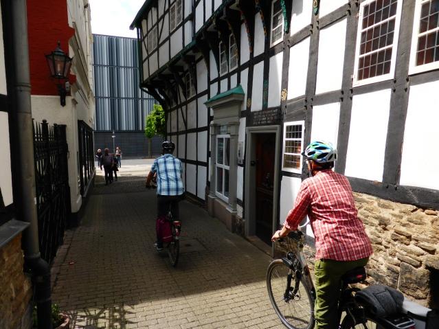 Keine Ausnahme, eher Dauerzustand: Radler vor dem Museum am Haldenplatz. Archivfoto
