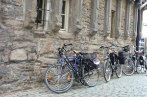 Keine Alternative: Rad am Rathaus abstellen. Archivfoto