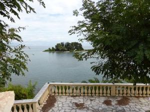 Auf Grund ihrer Form wird diese Insel vor Korfu