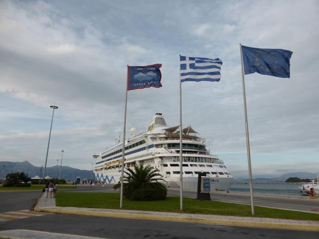 Die AIDAvita Mitte Oktober am Pier E des neuen Hafens auf Korfu. Foto: Lars Friedrich
