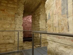 Fresken und bis ins römische Reich zurückreichende Baureste unter der Kathedrale von Bari. Foto: Lars Friedrich
