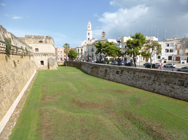 Grabenanlage des Castello Svevo di Bari. Foto: Lars Friedrich