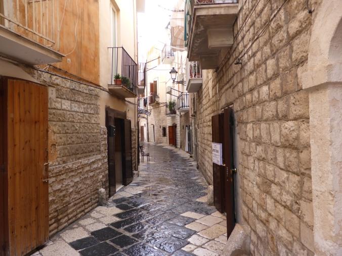 In diesen engen Gassen wird die Nationalpasta Apuliens hergestellt: Orecchiette da Bari. Foto: Lars Friedrich