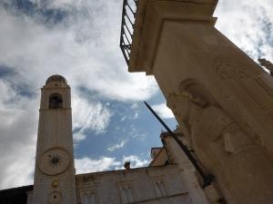 Mitten auf dem Platz Luza steht eine Skulptur des mittelalterlichen Helden und Ritters Orlando (Roland). Foto: Lars Friedrich