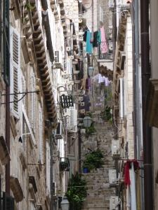 Schmale Gassen und lange Stiegen zeichnen die Altstadt von Dubrovnik aus. Foto: Lars Friedrich