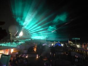 Abschiedsshow auf Deck 10 - auf Grund der Lärmbestimmungen in Venedig bereits am vorletzten Abend. Foto: Lars Friedrich
