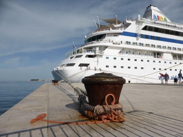 Die AIDAvita im Hafen von Zadar. Foto: Lars Friedrich