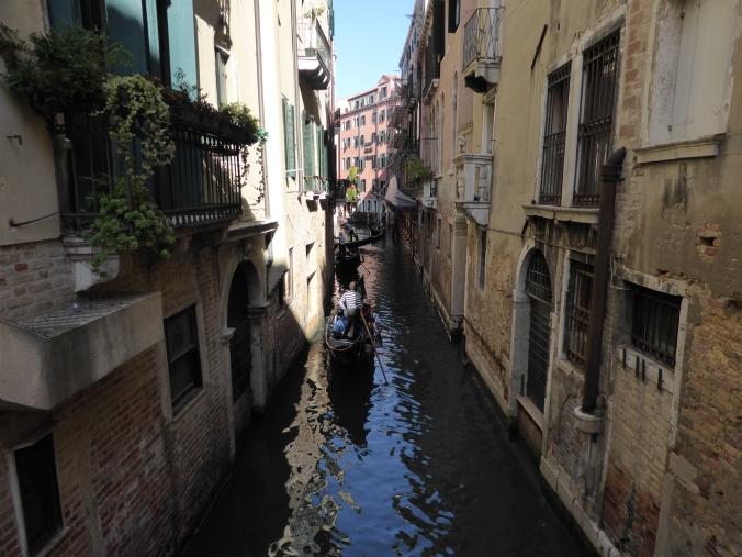 80 Euro kosten derzeit 30 Minuten Gondelfahrt durch Venedig, bei Nacht 100 Euro. Foto: Lars Friedrich