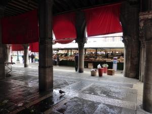 Den Rialto-Markt sollte man vormittags besuchen . Foto: Lars Friedrich