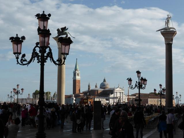 Schieben sich die Ozeanriesen durch den Kanal, ist San Giorgio Maggiore vom Markusplatz aus nicht mehr zu sehen. Foto: Lars Friedrich