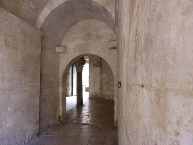 """Sehenswert in Bari: Castello Svevo, zu Deutsch das """"Schwaben-Schloss"""", das 1132 auf Befehl von Roger dem Normannen begonnen und das von Kaiser Friedrich II. ab 1233 umgebaut wurde. Foto: Lars Friedrich"""