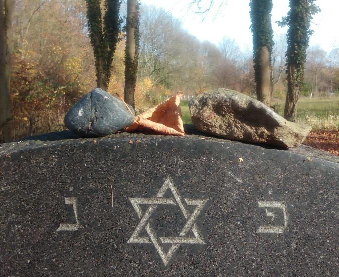 Detail vom jüdischen Friedhof an der Blankensteiner Straße. Foto: Lars Friedrich