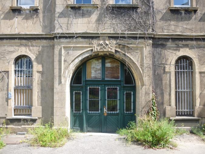 Eingangstor der alten Verwaltung auf dem Gelände des Hattinger Hüttenwerkes. Foto: Lars Friedrich