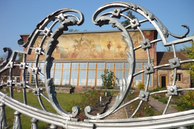 Blick durch das Tor zur Orangerie Bronnbach. Foto: Lars Friedrich