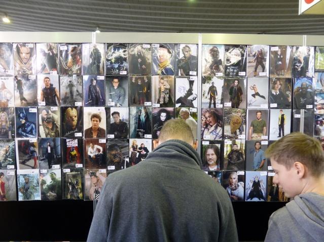 Während die GOT- und Harry Potter Stars nur zwischen 20 und 30 Euro für ein Autogramm nahmen, konnte man andere Künstlersignaturen an diesem Stand auch für 60 Euro kaufen. Foto: Lars Friedrich