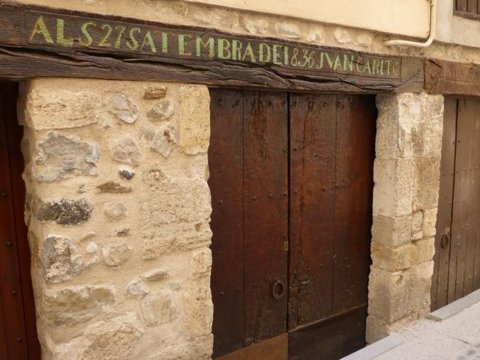 Haustür im mittelalterlichen Besalu. Foto: Lars Friedrich