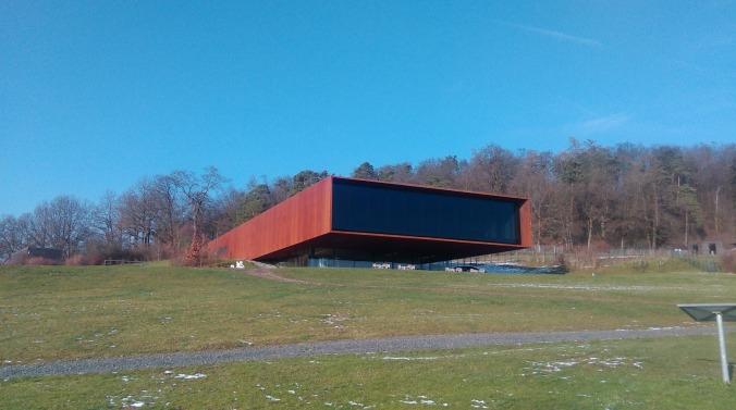 Das architektornische Fernrohr in die Vergangenheit - das Museum der LKeltenwelt Glauberg. Foto: Lars Friedrich
