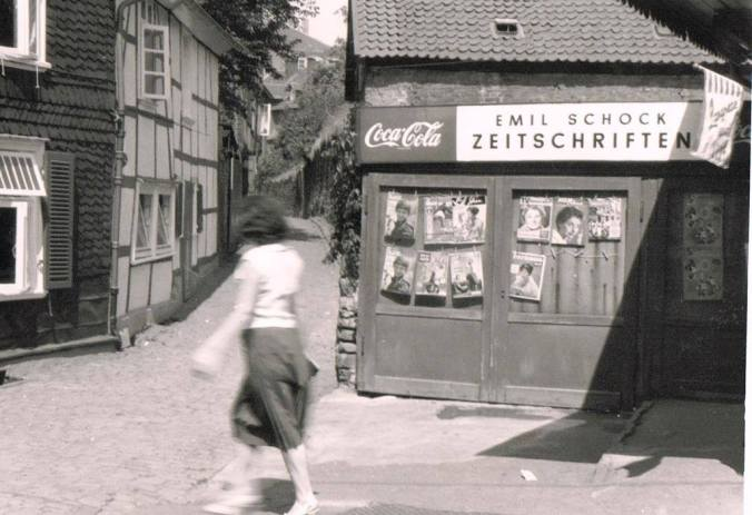 Emil Schocks Kiosk am Steinhagen - dort, wo heute das Voré-Stadttor steht. Foto: www.facebook.com/VintageHattingen