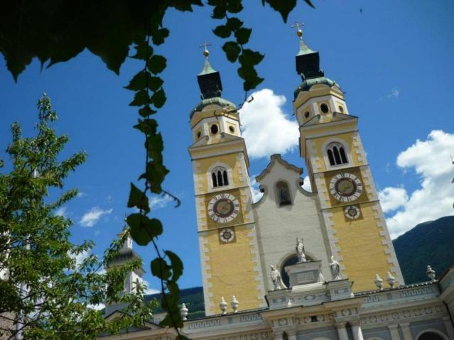 Im Sommer reist die Familie nach Südtirol. Im Bild: der Brixener Dom. Foto: Lars Friedrich