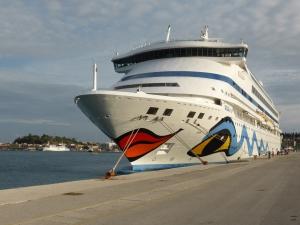 2017 fahren wir auf der AIDA durch die Ostsee. Im Bild: das Kreuzfahrtschiff bei unserer 2015er-Fahrt im Hafen von Korfu. Foto: Lars Friedrich