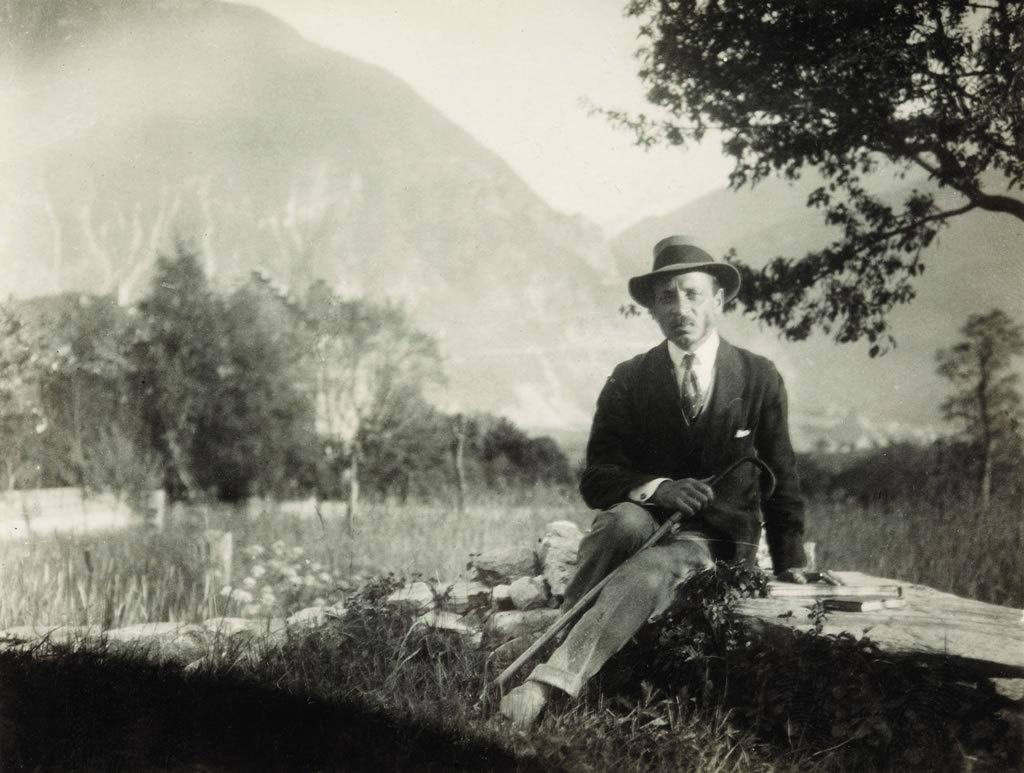 Rilke Auf Dem Mauerchen Bei Der Kapelle Von Muzot  Foto Fondation Rilke