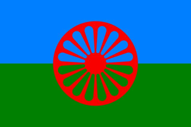 Flagge der Roma, angenommen auf dem Ersten Welt-Roma-Kongress am 8. April 1971, an den jährlich mit dem Internationalen Tag der Roma erinnert wird.