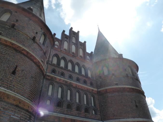 """Das Holstentor (""""Holstein-Tor"""") in der Hansestadt Lübeck. Foto: Lars Friedrich"""