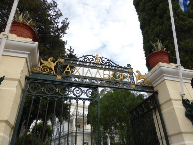 Eingang zum Achilleion, dem Palast der österreichischen Kaiserin Elisabeth auf Korfu. Foto: Lars Friedrich